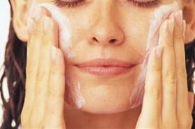сода бикарбонат за почистване на лице