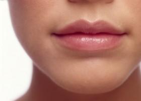 домашен балсам за копринени устни