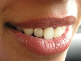 Лечение на напукани устни