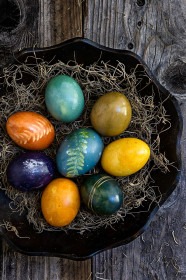 naturally-dyed-easter-eggs-5