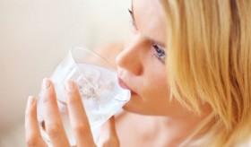 539fe18c64b86_-_cos-01-woman-drinking-water-nwrnxd-de-752x440