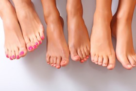 Направете си така народно лечение на гъбички по ноктите